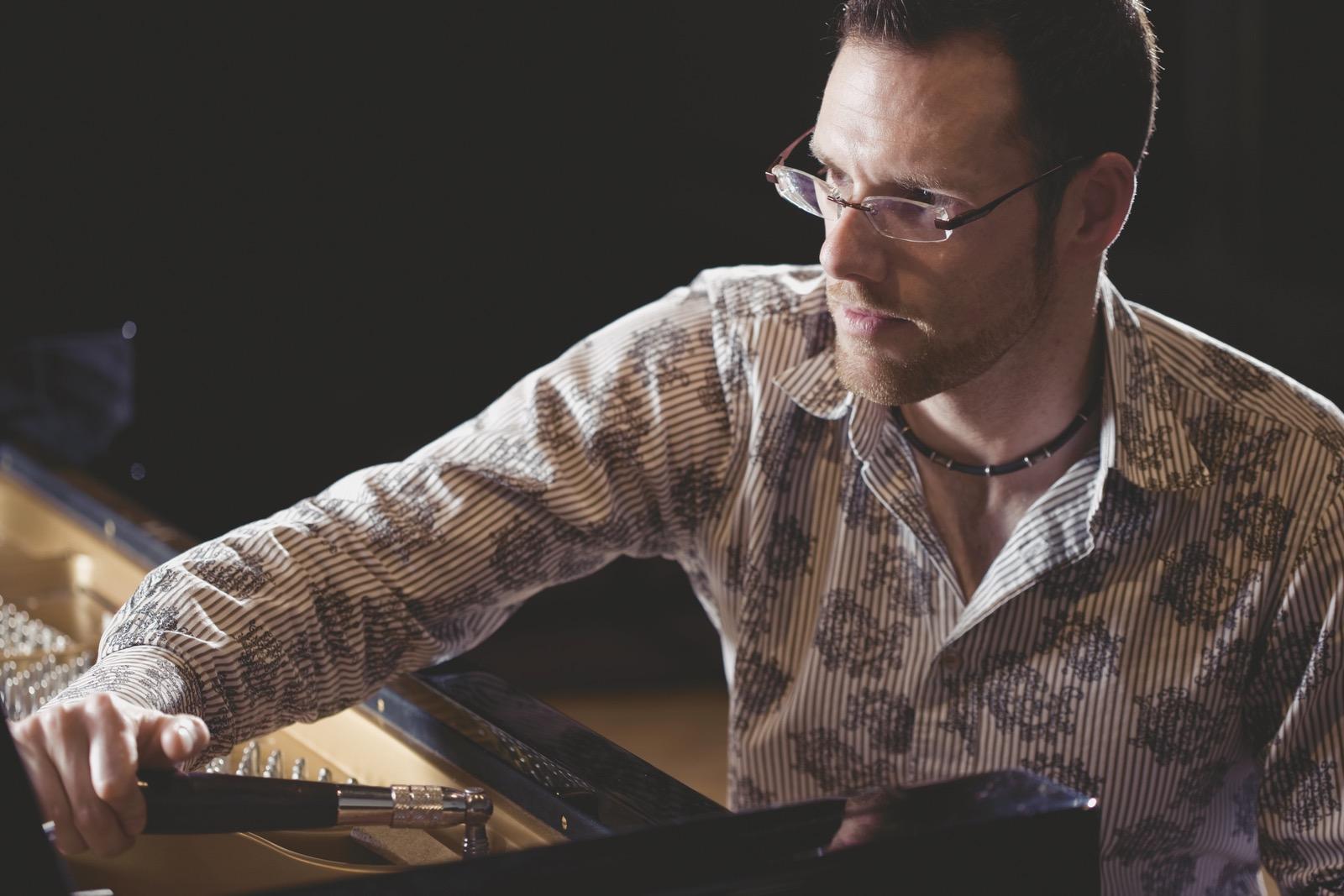 Pascal Monti | Der Klavierstimmer | Magazin Zürich
